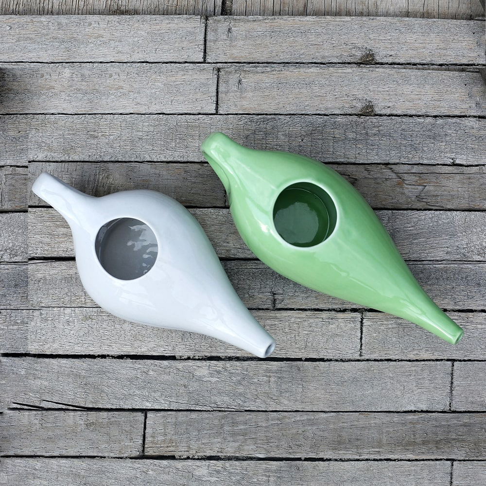 Comfortable Grip Non-Metallic and Lead Free Leak Proof Durable Ceramic Neti Pot Green Microwave and Dishwasher Friendly